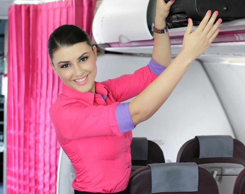 Seka Ryanair pėdomis: skrendantys Wizzair lėktuvais nebegalės įsinešti rankinio bagažo į lėktuvo saloną
