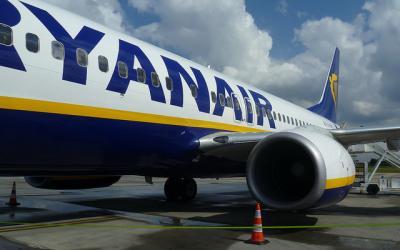 Keleivis nufilmavo kaip oro uosto darbuotojas vagia iš Ryanair bagažo