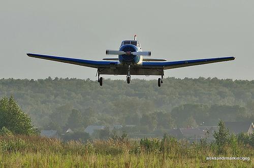 plane landing photo